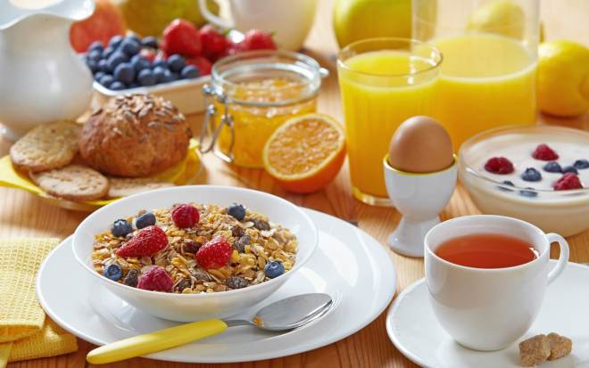 Eating High Protein Breakfast Reduces Food Cravings, Study Finds