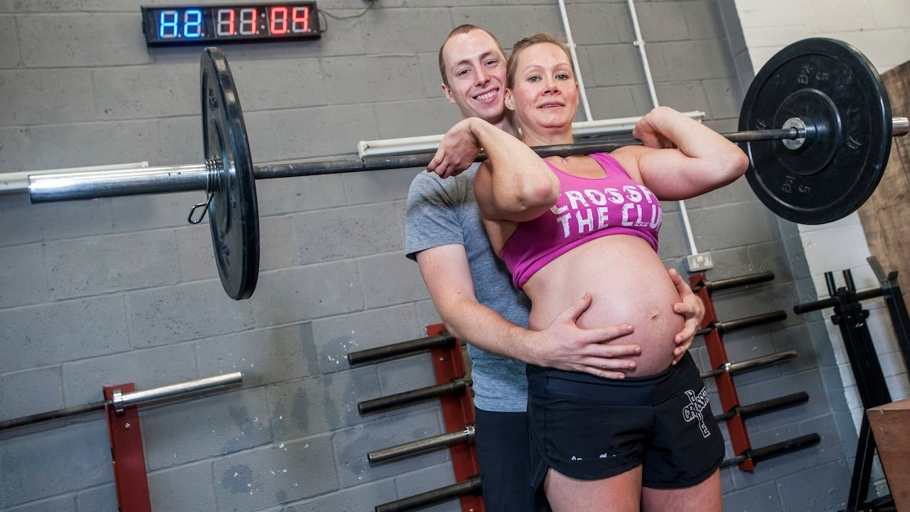 Eight Months Pregnant And Still Lifting Weights (Video)
